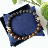 Bracelet made of bronze and agate with gilded inserts